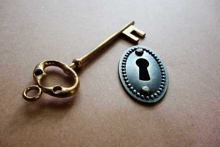 key next to lock for key to repeat customer engagement